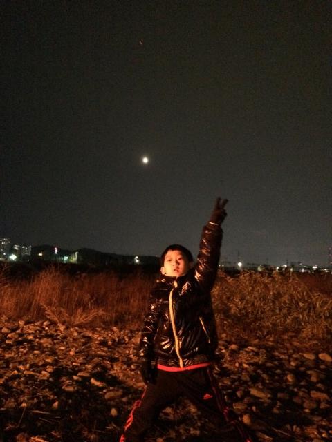 아빠! 내가 젤 먼저 달 찾았어요.