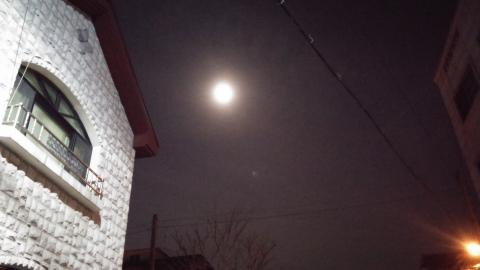 크기는 작지만 눈부신 보름달^^