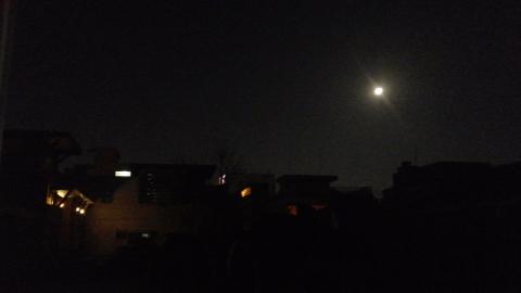 부럼도 못깨물고 야근하면서 본 보름달!